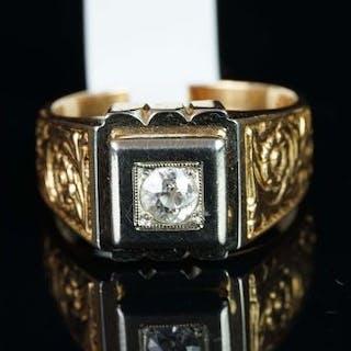 A gentlemen's single stone diamond ring, central old cut diamond