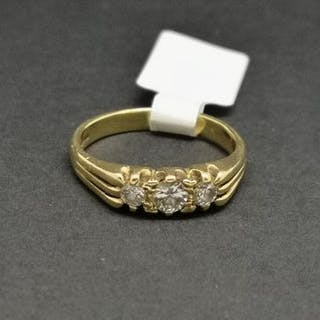 Three stone diamond ring, mounted in hallmarked 18ct yellow gold