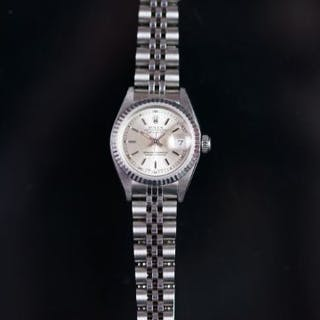 LADIES Rolex OYSTER PERPETUAL DATEJUST WRISTWATCH, circular silver