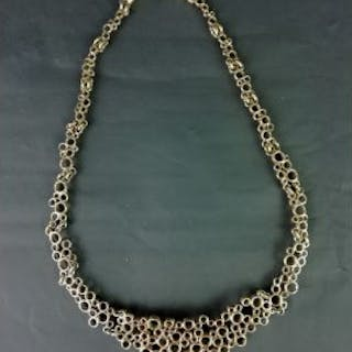 GOLD GRADUATED OPEN CIRCLE NECKLET, approx 20 cm , tube clasp, stamped