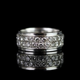 Diamond cluster ring, 2 rows of a total of 28 round brilliant cut