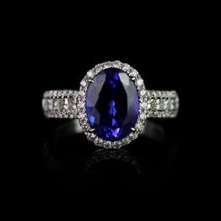 Tanzanite and Diamond ring, set with 1 oval cut tanzanite approximately