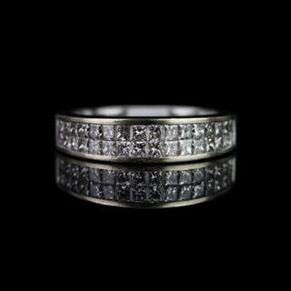 Half eternity diamond ring, set with 2 rows of a total of 32 princess