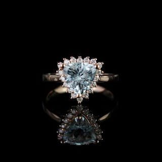 Aquamarine and Diamond ring, set with 1 trilliant cut aquamarine totalling