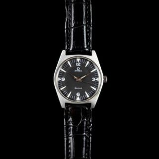 GENTLEMEN'S OMEGA GENEVE DATE WRISTWATCH, circular black dial with