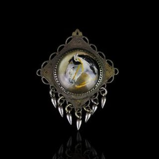 Vintage large Essex crystal horse pendant, approximately 3cm diameter