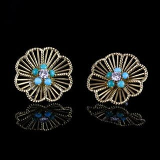 18K OPEN FILIGREE EARRINGS SET WITH A SINGLE DIAMOND ESTIMATED AT