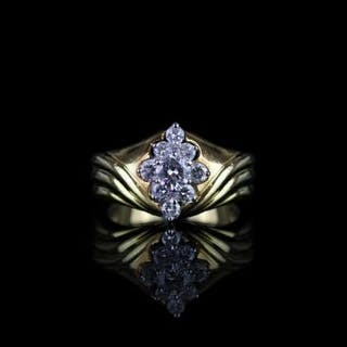 Diamond cluster ring, set with 1 round brilliant cut diamond to the