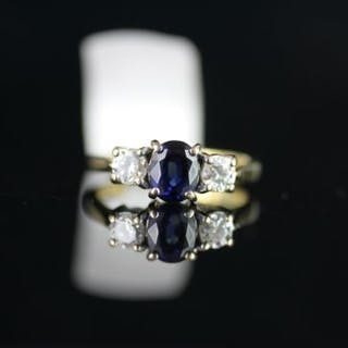 18CT SAPPHIRE AND DIAMOND 3 STONE RING,sapphire estimated 6.2x4.8x3.45mm,each