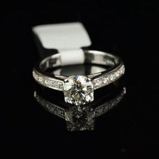 Diamond ring, round brilliant cut diamond weighing an estimated 1.04ct