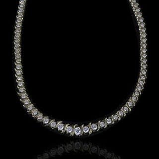 STUNNING 14K GRADUATED DIAMOND NECKLET, estimated total weight 4.20ct