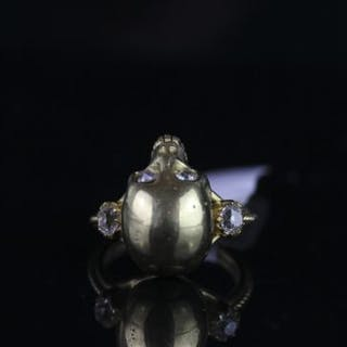 18CT DIAMOND SET SKULL RING,total weight 8gms,ring size M.hallmarked.