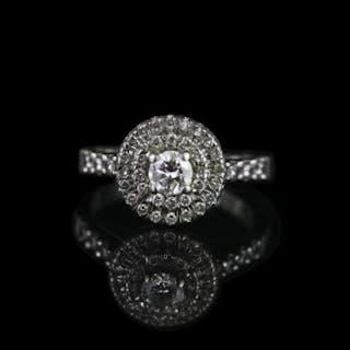 PLATINUM DIAMOND CLUSTER, centre stone estimated 0.32ct, ring size