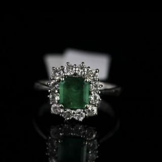 18CT WHITE GOLD EMERALD AND DIAMOND CLUSTER RING,emerald estimated
