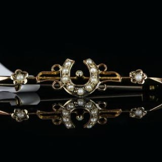 Pearl horseshoe brooch, total of 12 pearls, horse shoe design to centre