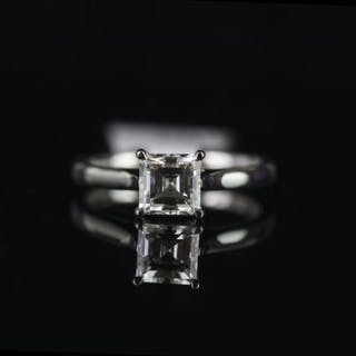 Square cut diamond solitaire ring, 1 square cut diamond totalling