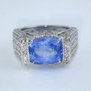 14 K / 585 White Gold Very Exclusive Designer Blue...