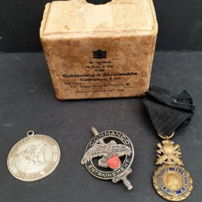 Antique Vintage 3 x Assorted Medals in a Goldsmiths...