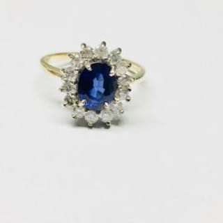18ct gold Sapphire Diamond Cluster ring,9mmx7mm Sapphire...