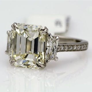 Unworn As New 18ct White Gold Three Stone Claw Set Diamond Ring 4.56 Carats