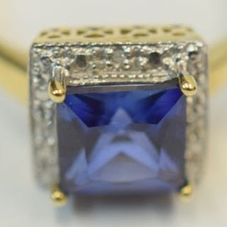 9ct gold ring with large blue stone and white metal illusion surround