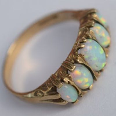 5 beautiful opals are set into this 9ct gold ring
