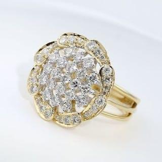 IGI Certified 18 K Yellow Gold Designer Diamond Ring 18...