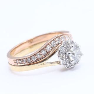 18 K / 750 Set of 2 Solitaire Diamond Rings with side Diamonds