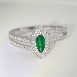 IGI Certified 18 K / 750 White Gold Emerald and Diamond Ring