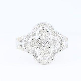 IGI Certified 18 K / 750 White Gold Diamond Ring