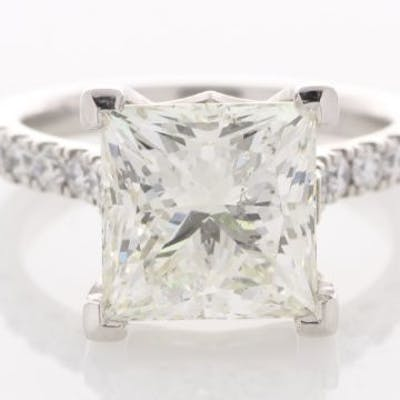 Unworn As New 18ct White Gold Single Stone Prong Set With...
