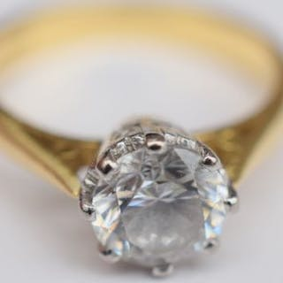 18ct gold ring with 1ct Cubic Zirconia stone