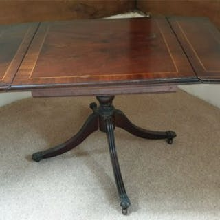 Antique Furniture 2 Leaf Side Table