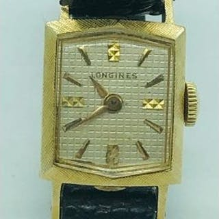 A Vintage Ladies Longines watch in 14ct gold