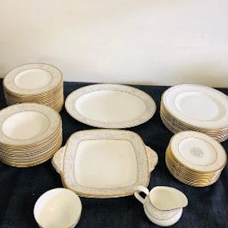 """Royal Doulton """"Naples"""" part dinner service set to include, 12 rimmed"""