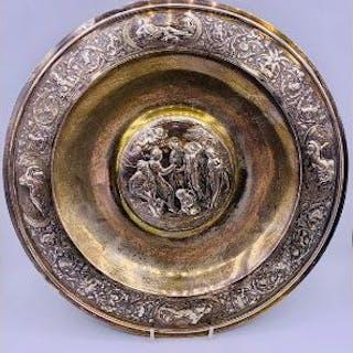 A Silver platter, London Hallmark by John Septimus Beresford (700g)