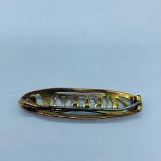 A 9ct gold brooch with Chester Hallmarks and non gold pin (2.2g Total weight)