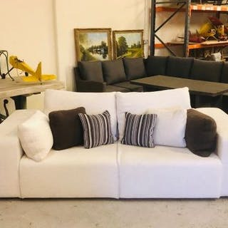 A large contemporary style cream sofa by Perobell (approx. W240cm D105cm H60cm)