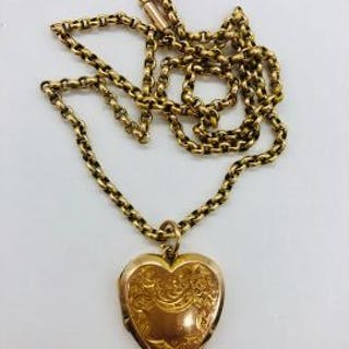 A 9ct gold heart shaped locket and chain.(Total Weight 6.2g)
