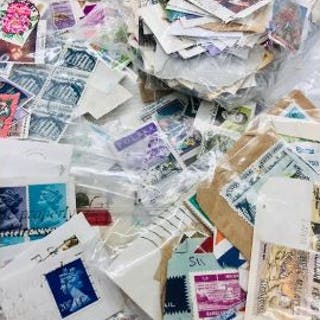 A large selection of worldwide stamps to include Great Britain, US