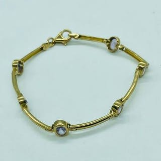 A 9ct yellow gold bracelet or anklet with amethyst style stones (Total