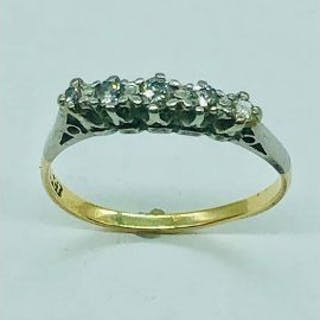A Five stone diamond ring set in 18ct gold (1.65g)