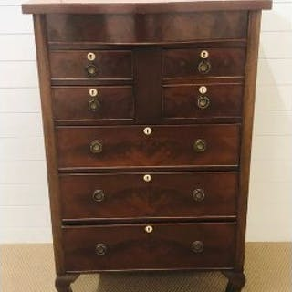 Mahogany chest of drawers with three large drawers, two smaller drawers
