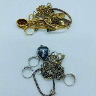 A selection of jewellery to include necklaces, rings etc.