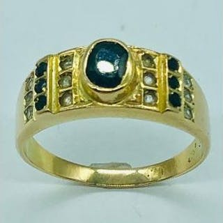 A Gents 14ct (585) signet ring with citrine stones (4.15g)