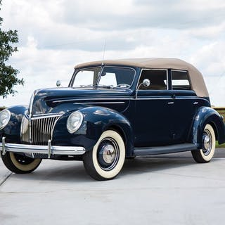 1941 Ford V-8 Super DeLuxe Convertible Coupe  classic car