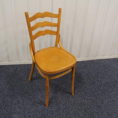 Äldre udda stol