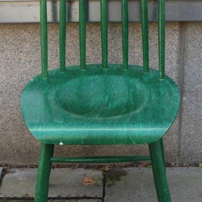 En grön pinnstol