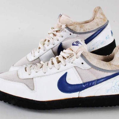Todd Lyght Game-Worn Shoes Signed Rams – COA 100% Authentic Team