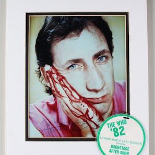"Peter Townshend Signed Photo ""The Who"" – COA JSA"